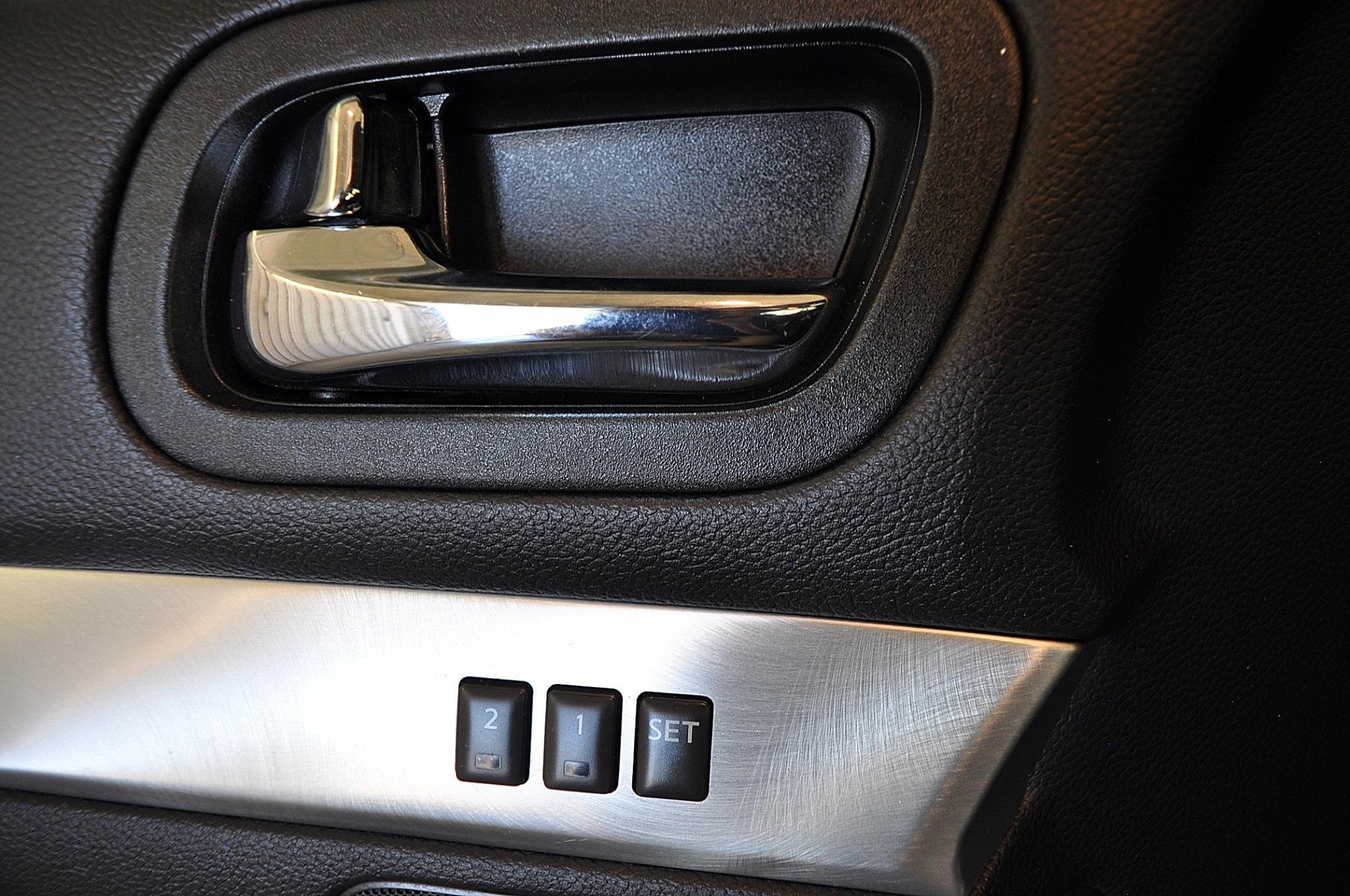 Infiniti G37 Convertible  2011