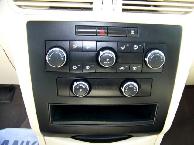 2009 Volkswagen Routan SE RSE
