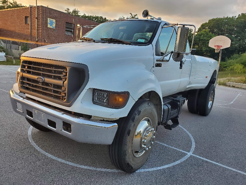 2001 Ford F-750 SuperCab 2WD DRW