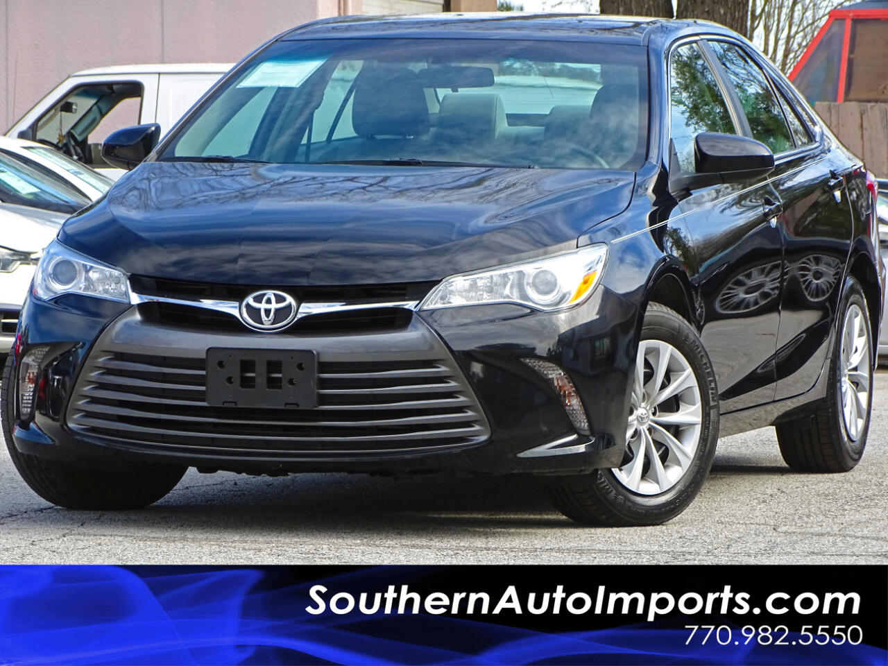 2016 Toyota Camry LE w/Back up Camera Bluetooth