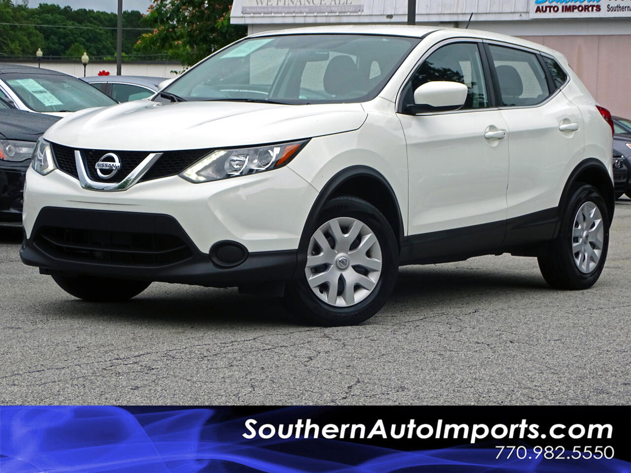 2017 Nissan Rogue Sport S w/Back up Cam Bluetooth Connection