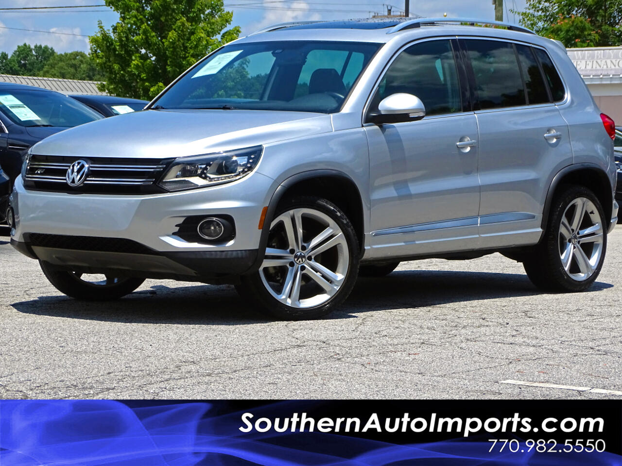 2015 Volkswagen Tiguan R-Line w/Navi + Back up Cam + Panoramic Roof