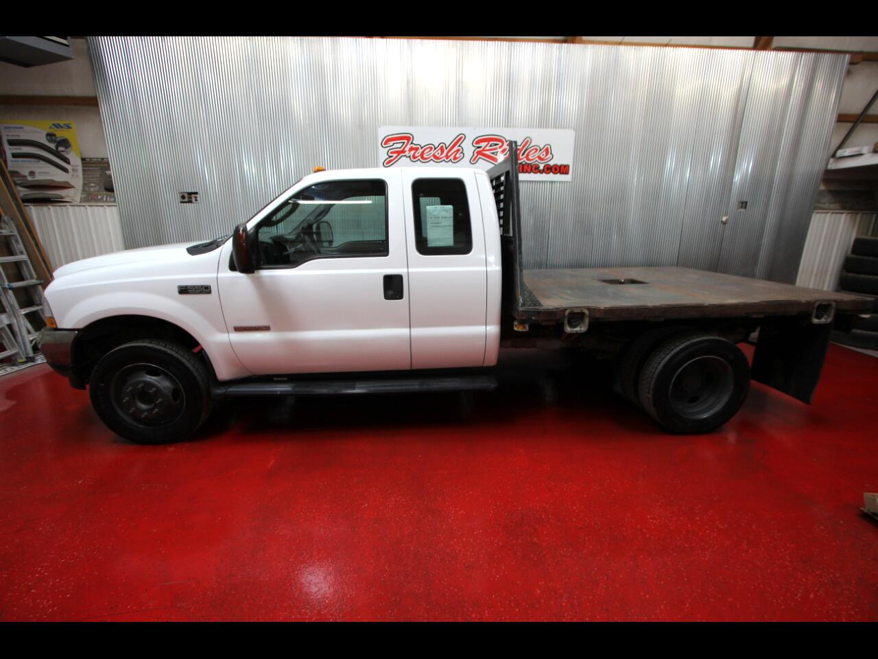 "Ford Super Duty F-550 DRW Super Cab 162"" WB 60"" CA XLT 2003"