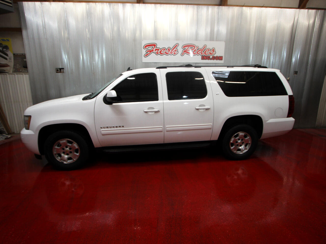 Chevrolet Suburban 4WD 4dr 1500 LT 2011
