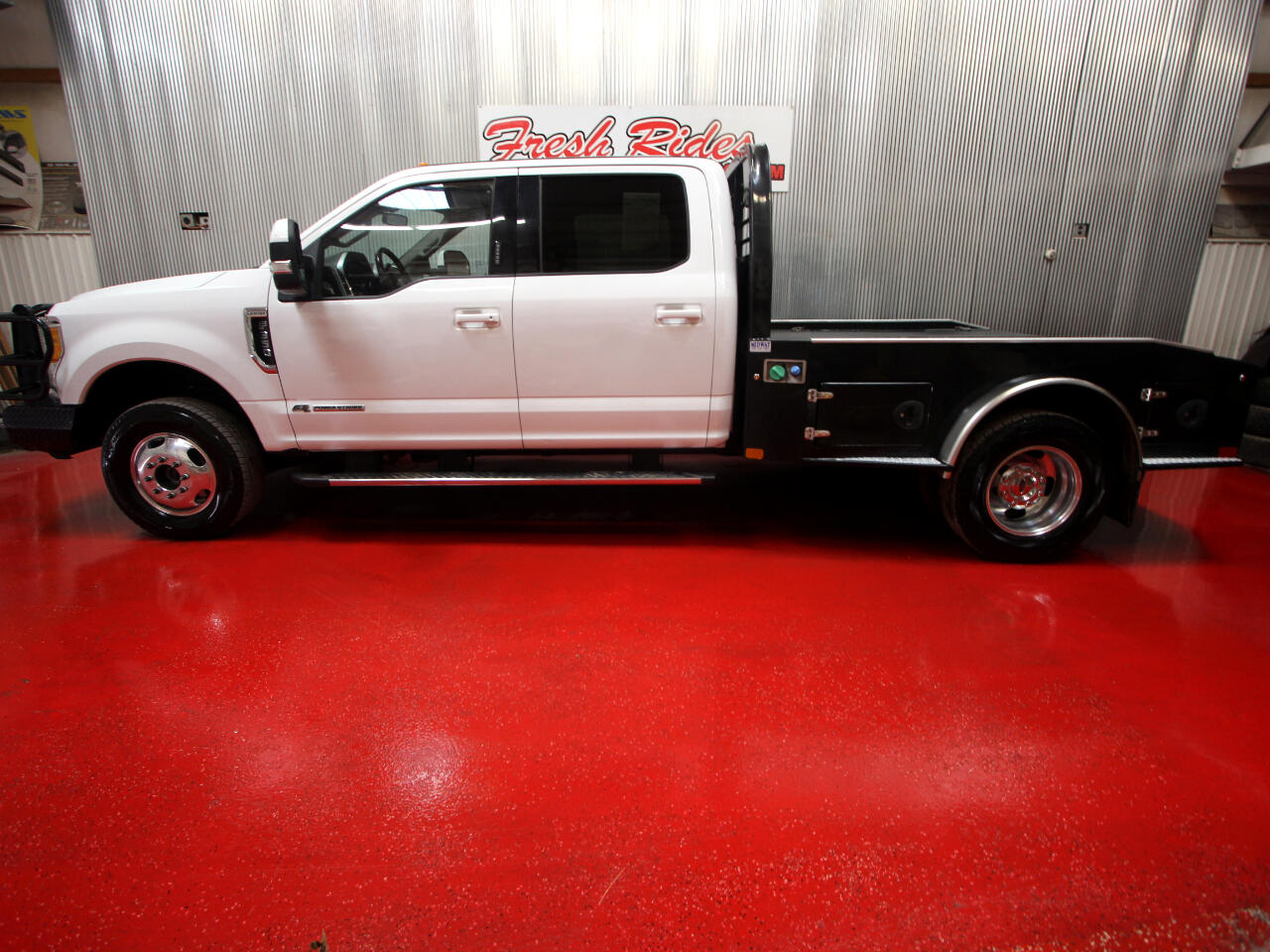 Ford Super Duty F-350 DRW Lariat 4WD Crew Cab 8' Box 2017