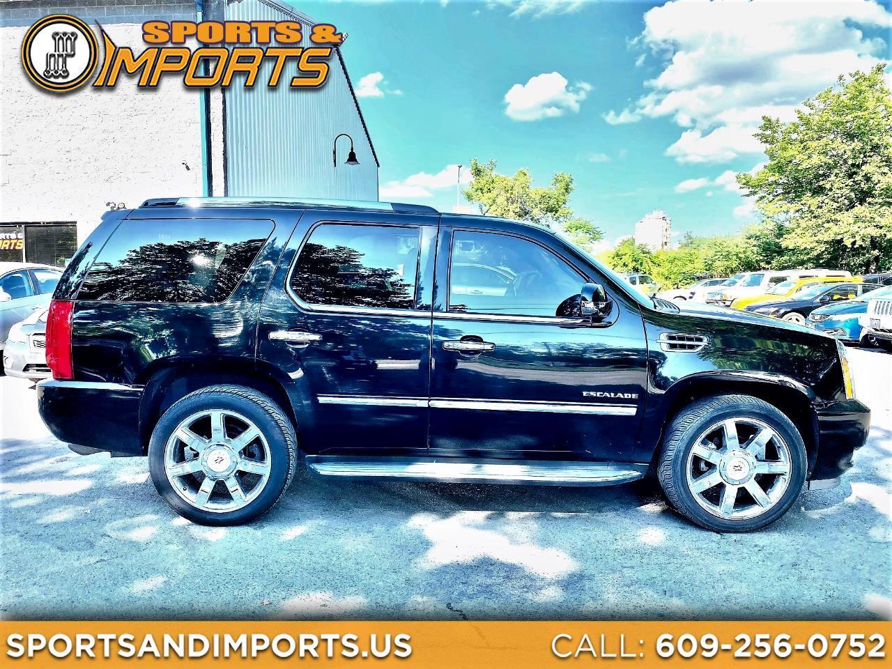 Cadillac Escalade AWD 4dr Luxury 2010