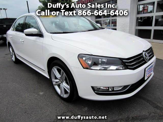 2015 Volkswagen Passat SE w / Sunroof and Navigation