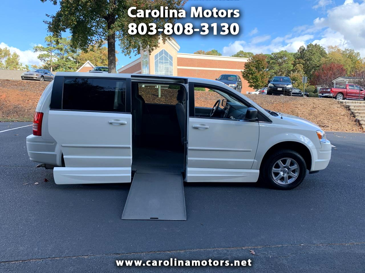 Chrysler Town & Country 4dr LX FWD 2010