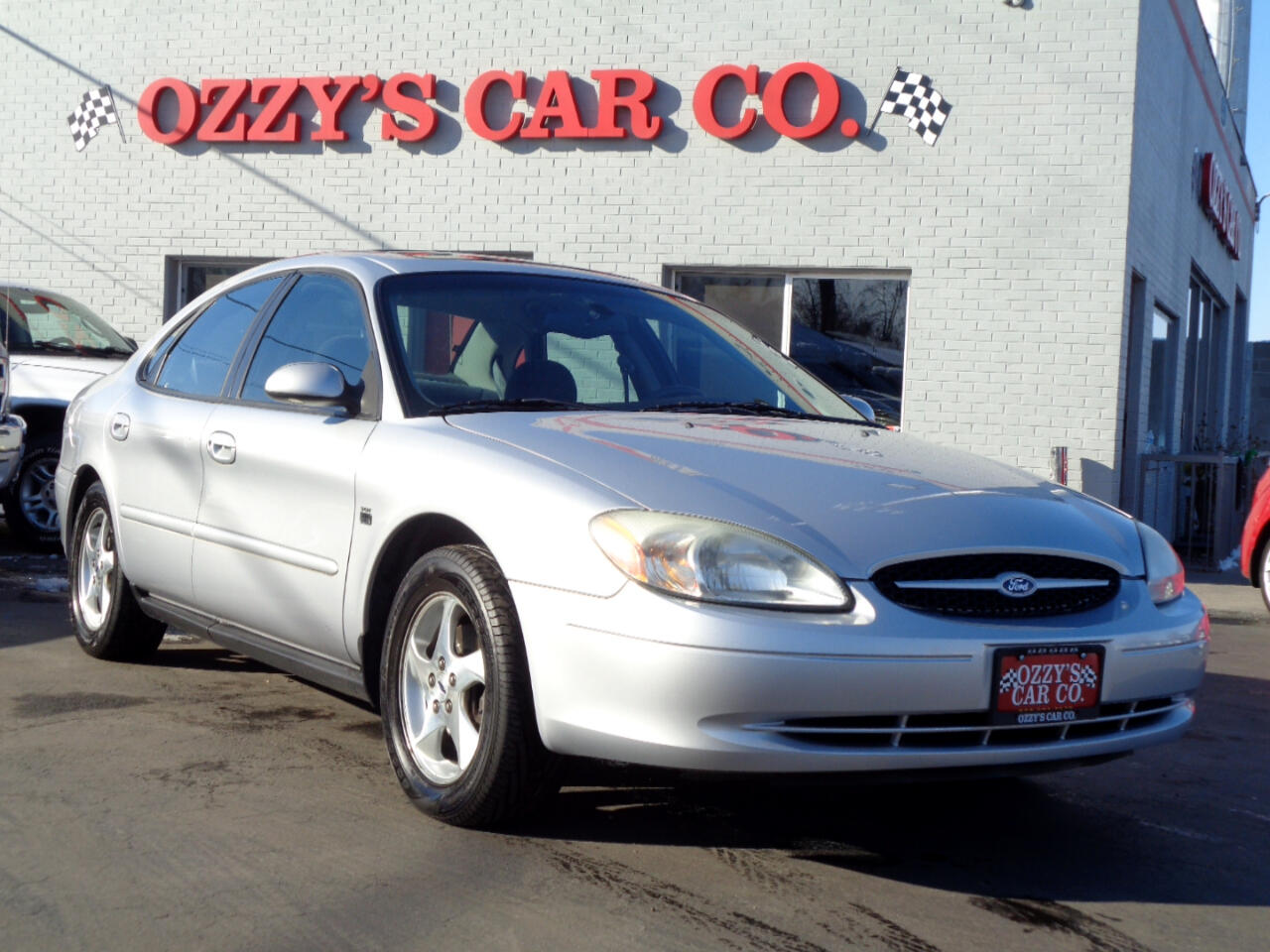 2002 Ford Taurus 4dr Sdn SES Deluxe
