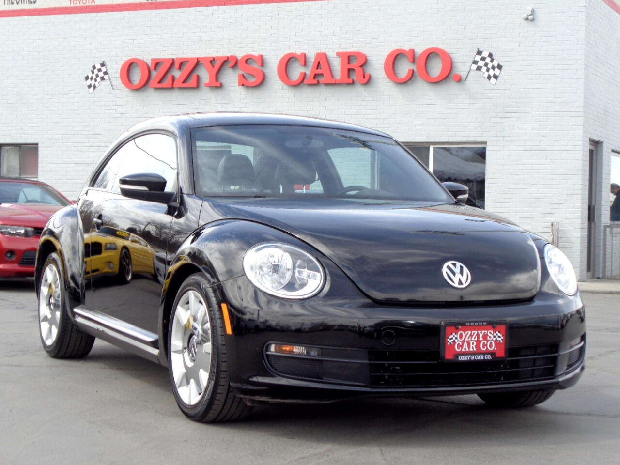 2012 Volkswagen Beetle 2dr Cpe Auto 2.5L w/Sun/Sound/Nav PZEV