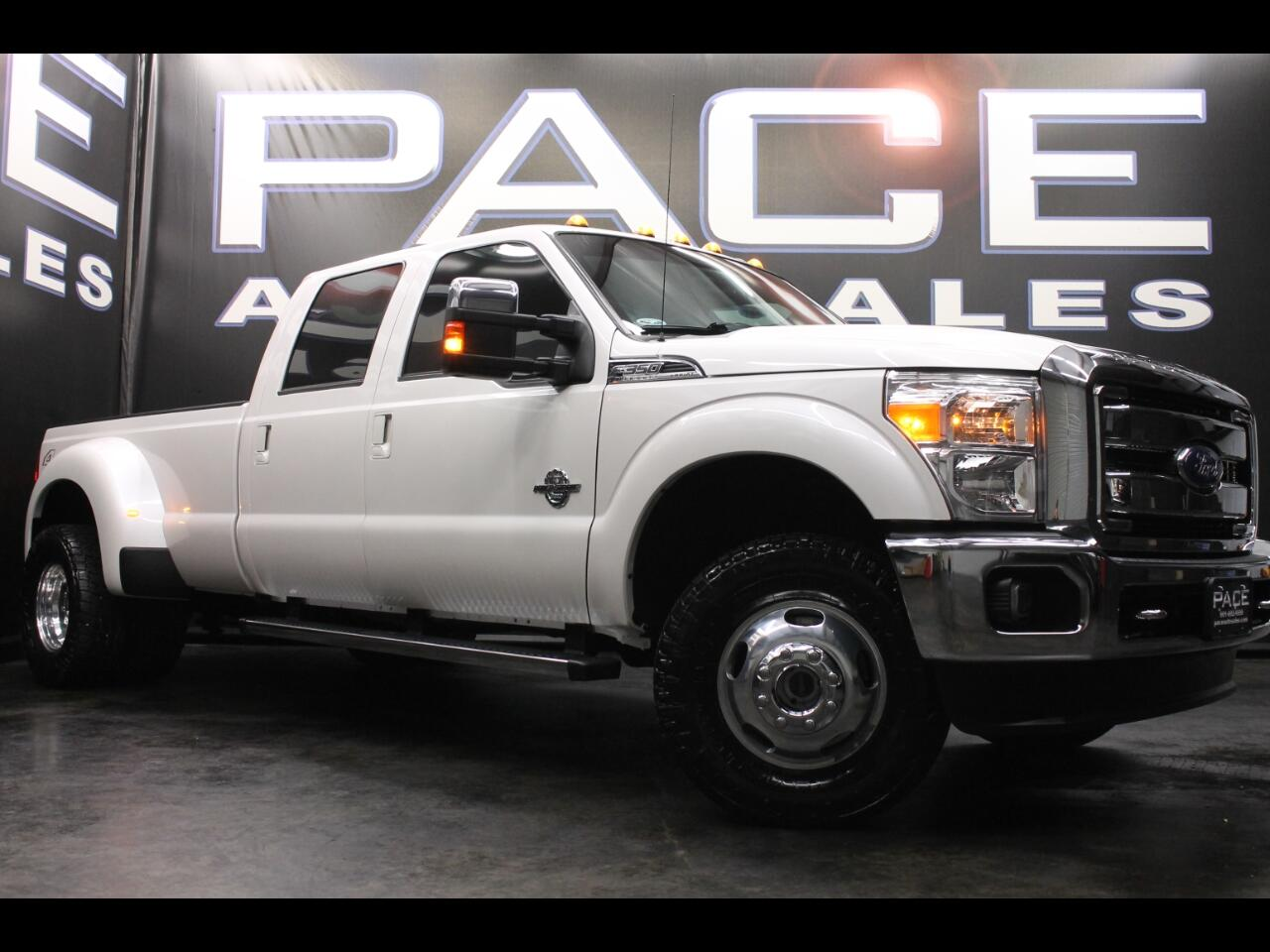 2016 Ford Super Duty F-350 DRW Lariat Crew Cab 4WD Dually