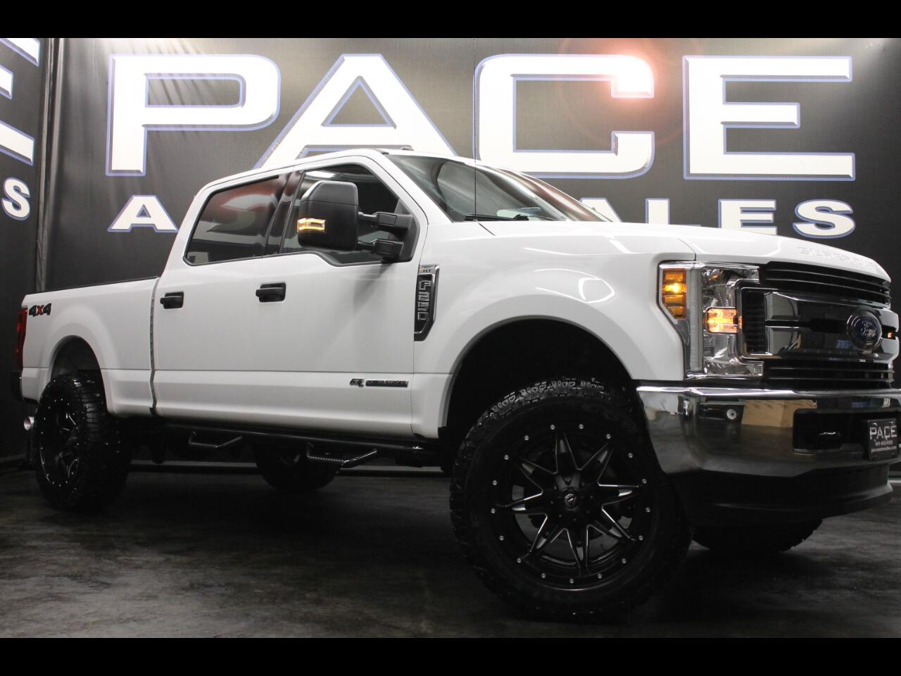 2018 Ford Super Duty F-250 SRW 4WD Crew Cab Leveled Custom
