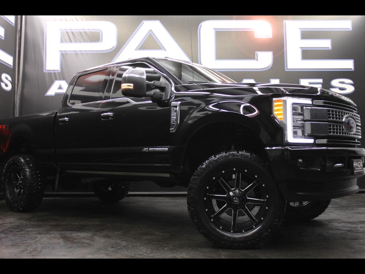 2017 Ford Super Duty F-250 SRW Platinum 4WD Crew Cab FX4 Lifted