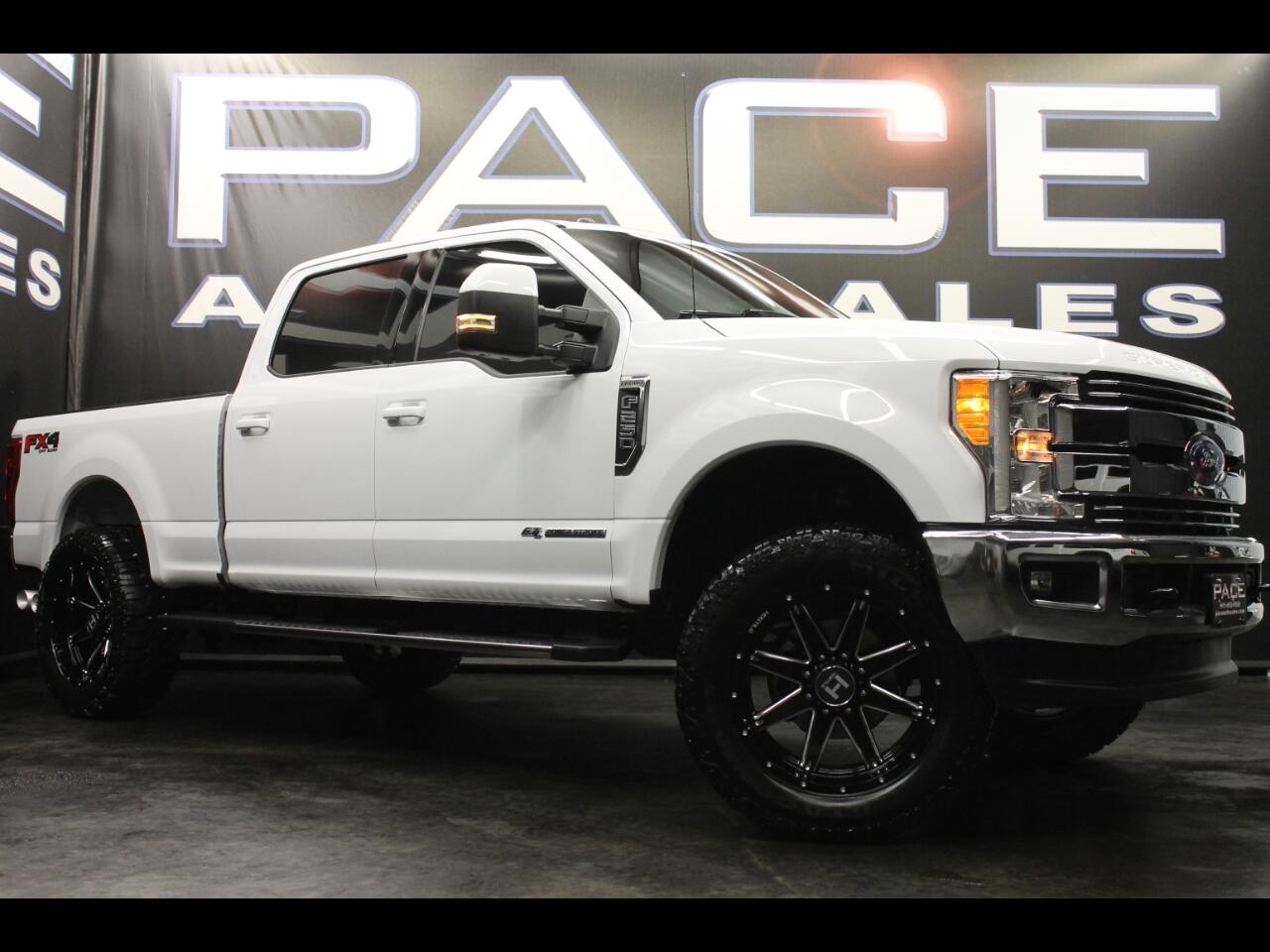 2017 Ford Super Duty F-250 SRW Lariat 4WD Crew Cab FX4 Leveled Custom