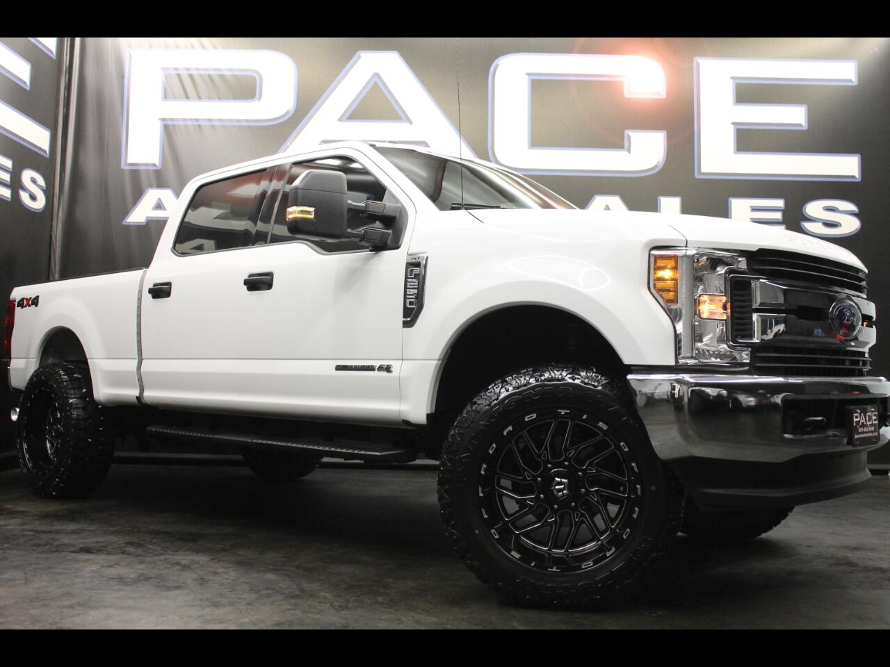 2019 Ford Super Duty F-250 SRW XLT 4WD Crew Cab Leveled Custom