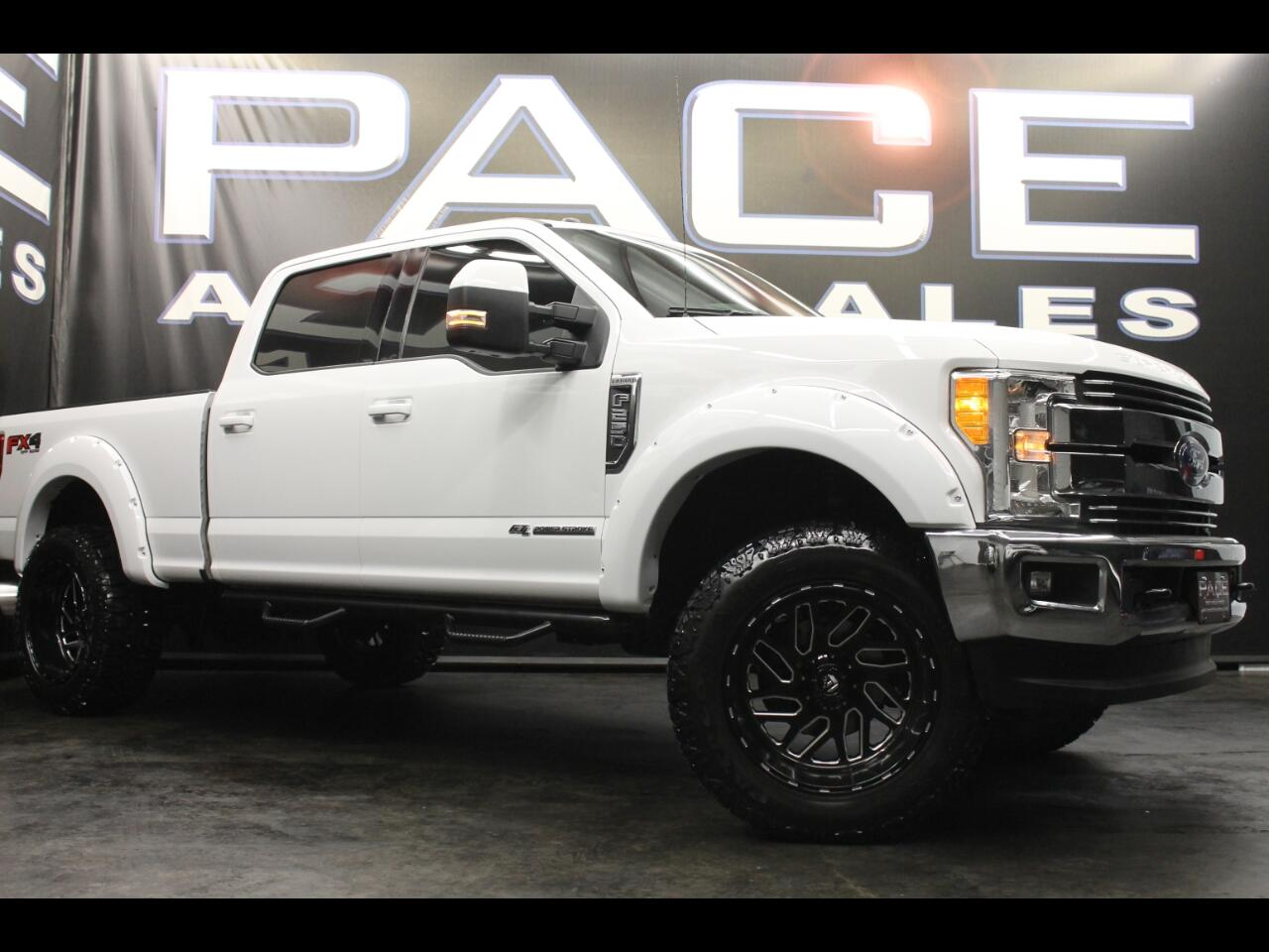 2017 Ford Super Duty F-250 SRW Lariat 4WD Crew Cab FX4 Lifted Custom