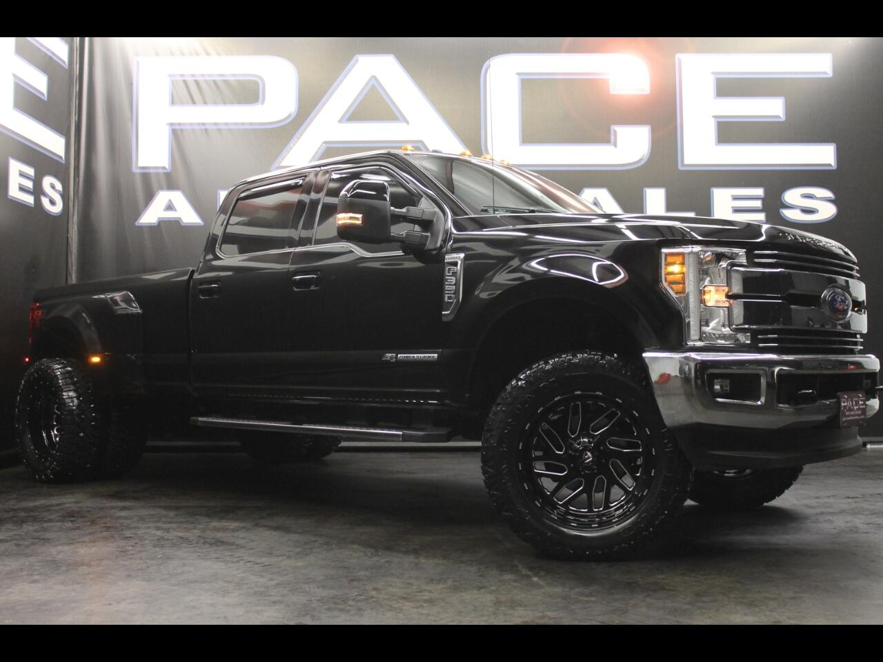 2018 Ford Super Duty F-350 DRW Lariat 4WD Crew Cab Lifted Custom