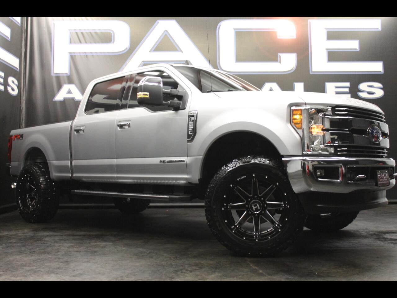 2019 Ford Super Duty F-250 SRW Lariat 4WD Crew Cab Leveled Custom