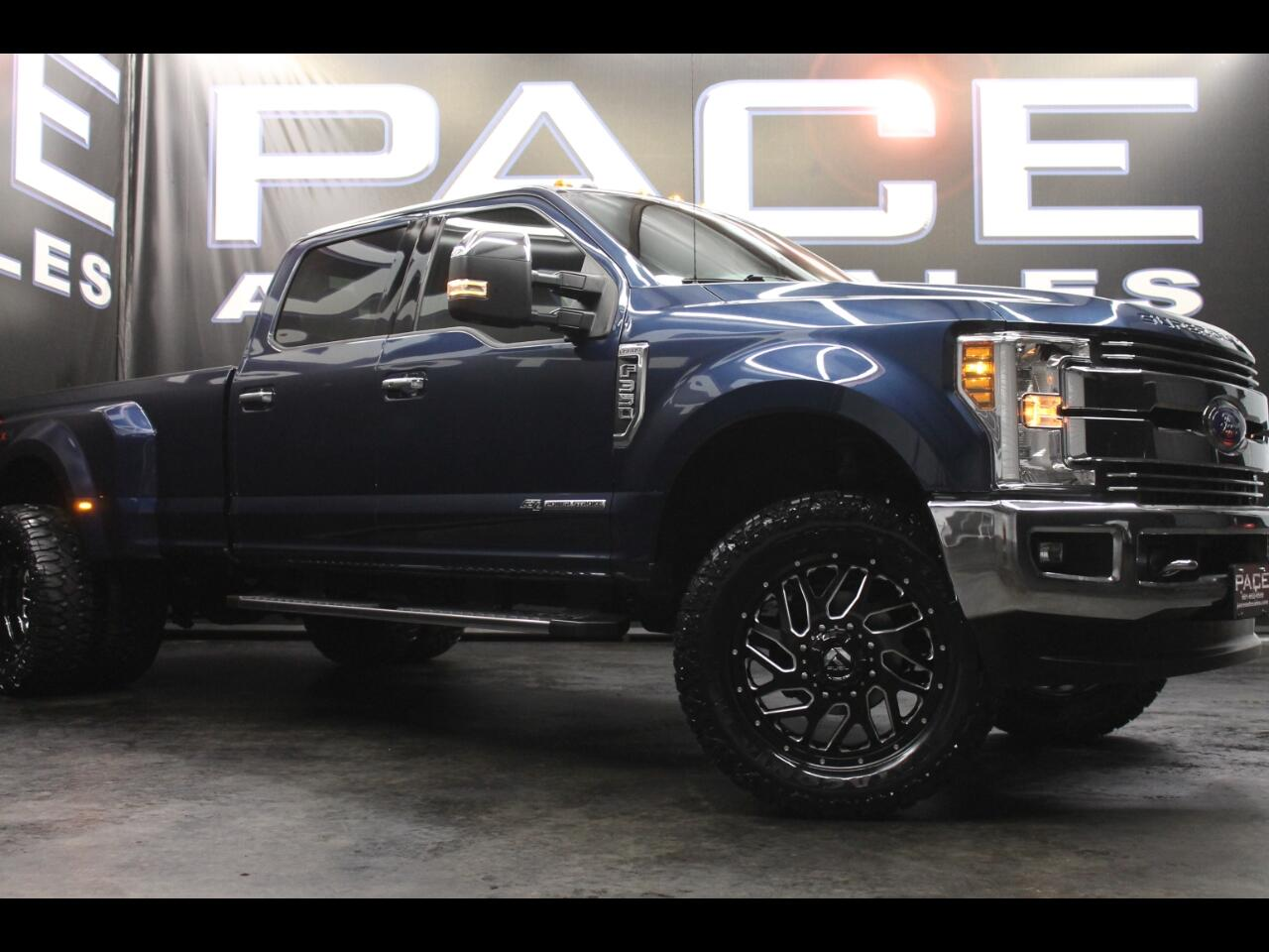 2018 Ford Super Duty F-350 DRW Lariat 4WD Crew Leveled Custom