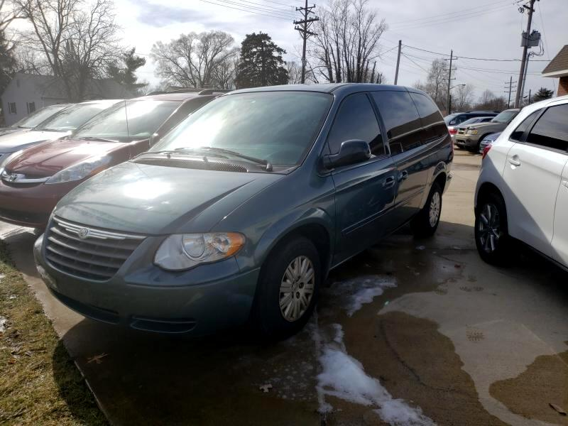 """2005 Chrysler Town & Country 4dr 119"""" WB LX FWD"""