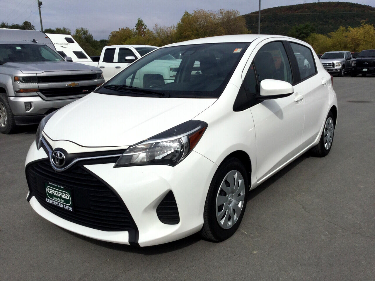 Toyota Yaris LE 5-Door AT 2017
