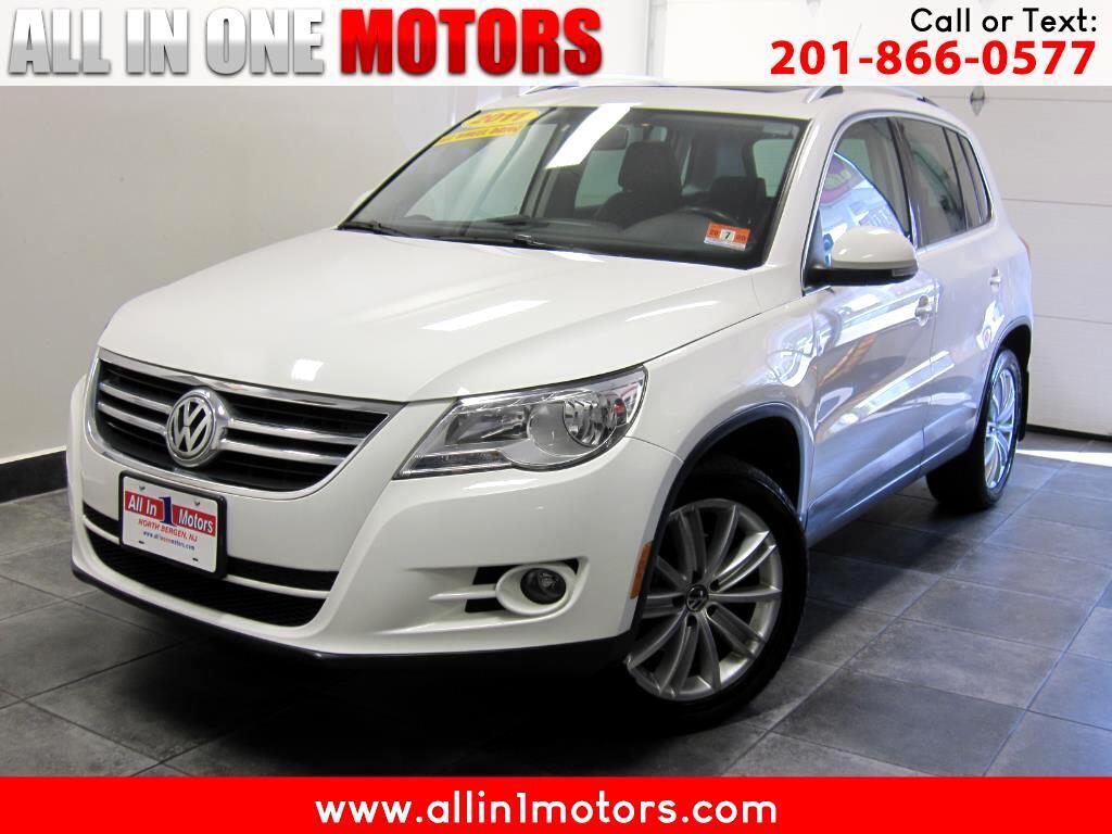 2011 Volkswagen Tiguan 4WD 4dr SE 4Motion wSunroof & Navi