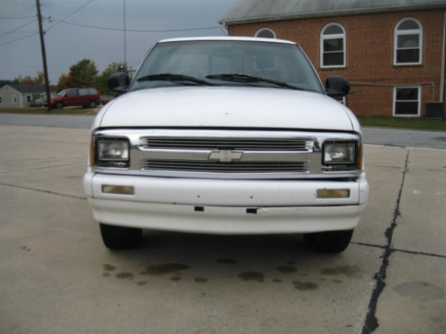 Chevrolet S10 Pickup Reg. Cab Short Bed 2WD 1997