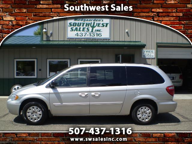 Chrysler Town and Country LX 2007