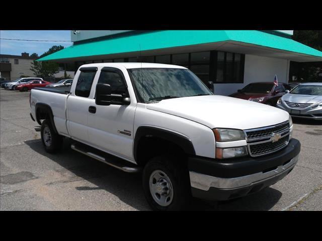 2005 Chevrolet Silverado 2500HD Ext. Cab Long Bed 4WD