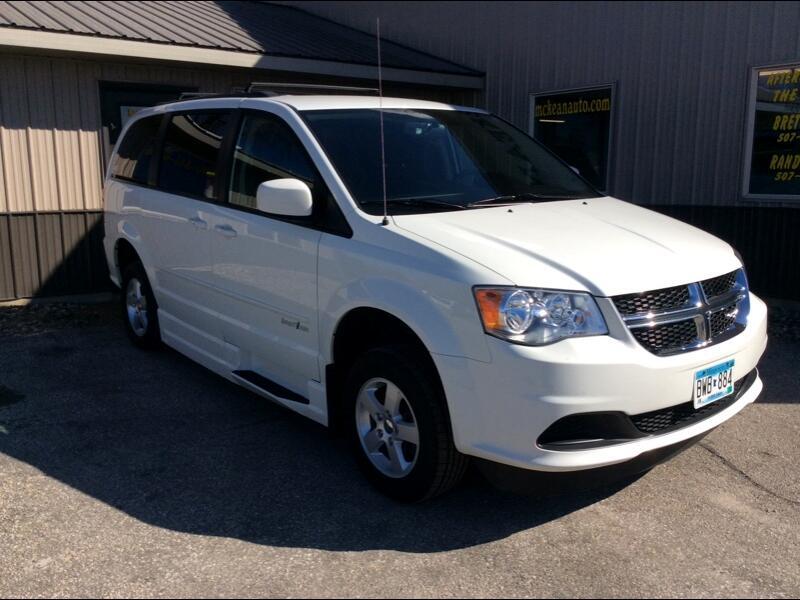 2011 Dodge Grand Caravan handicap van with power lift ramp