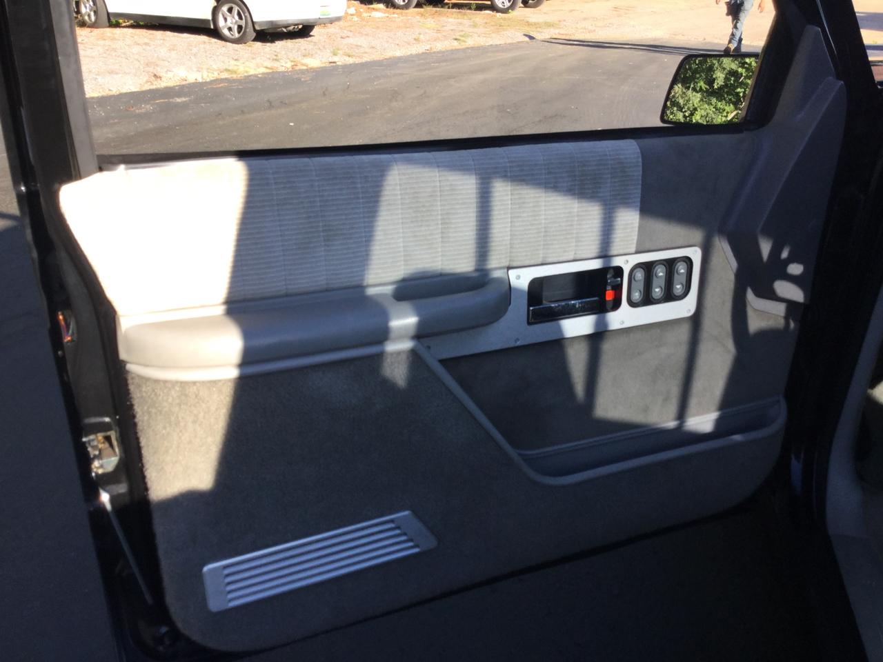 """Chevrolet C/K 1500 Reg Cab 117.5"""" WB 1993"""