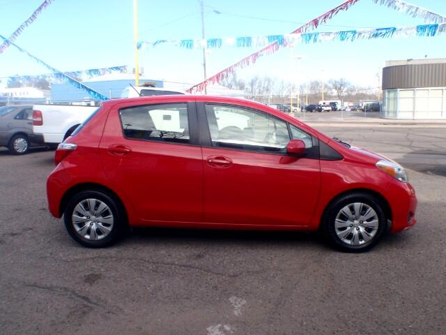 2012 Toyota Yaris SE 5-Door AT