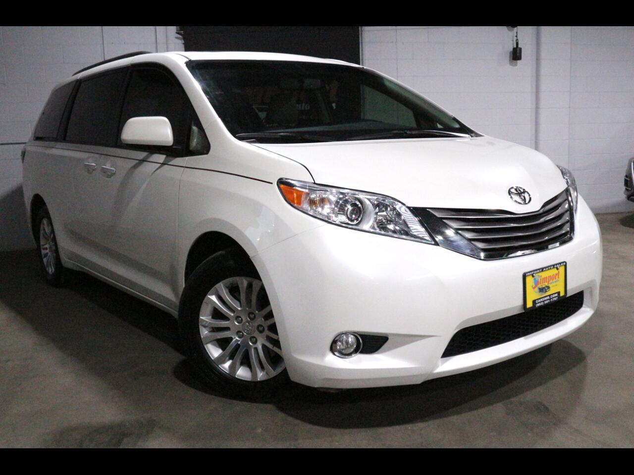 2017 Toyota Sienna XLE FWD 8-Passenger (Natl)