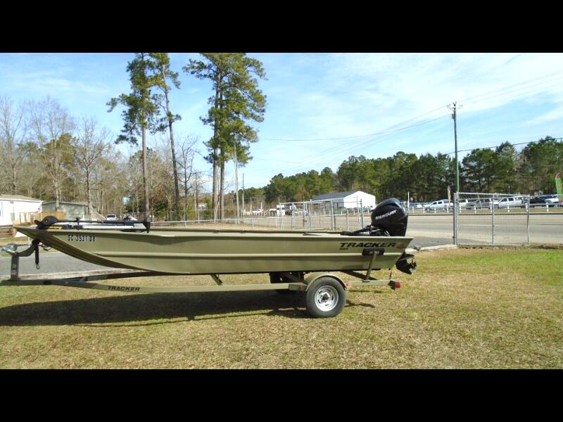 2014 Bass Tracker Bass Boat