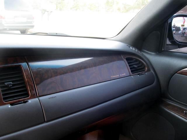 Lincoln Town Car Limousine 1999