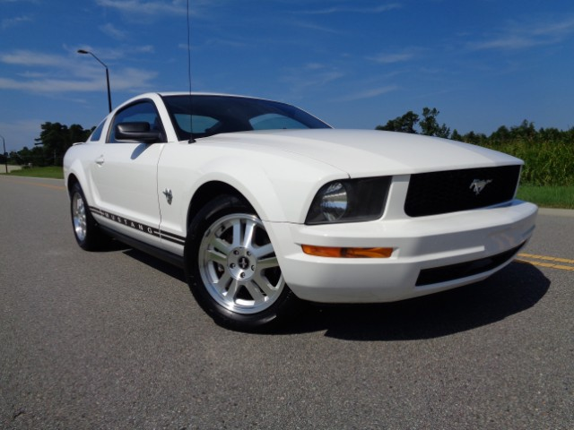 2009 Ford Mustang V6 Premium Coupe