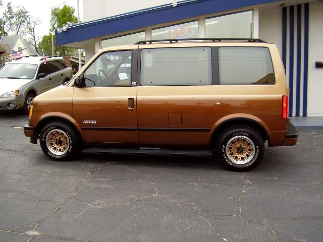 1989 Chevrolet Astro LT