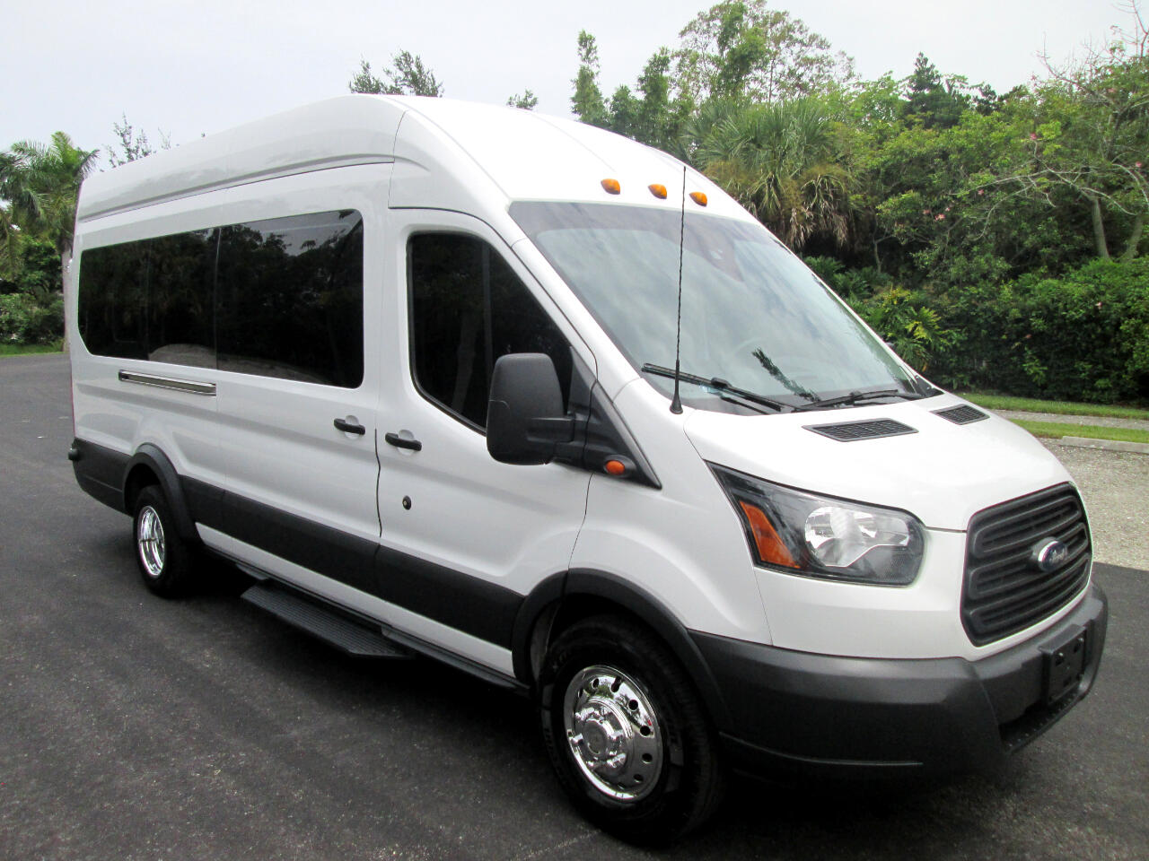 "Ford Transit Passenger Wagon T-350 148"" EL High Roof XLT Sliding RH Dr DRW 2018"