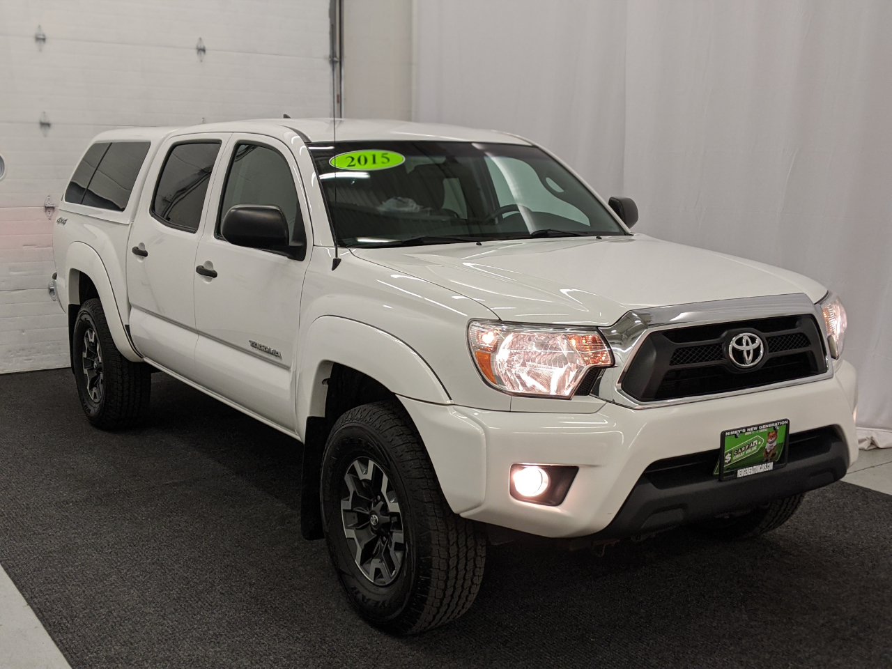 Toyota Tacoma 4WD Double Cab V6 AT (Natl) 2015