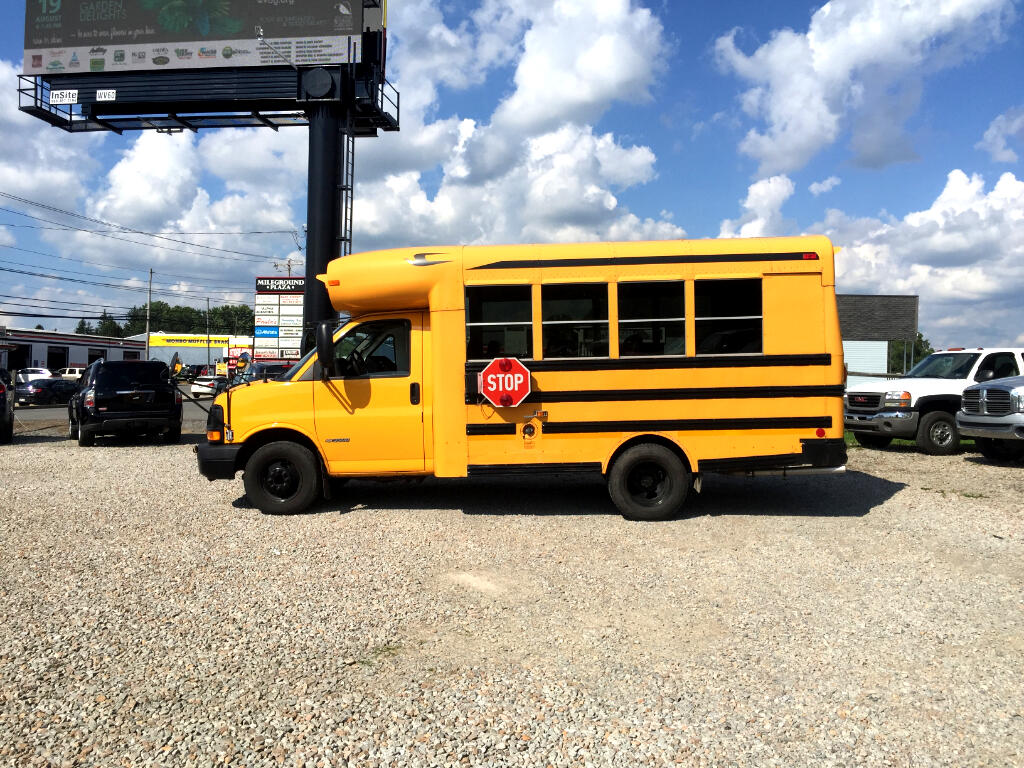 "2004 Chevrolet Express Commercial Cutaway 139"" WB C7A DRW"