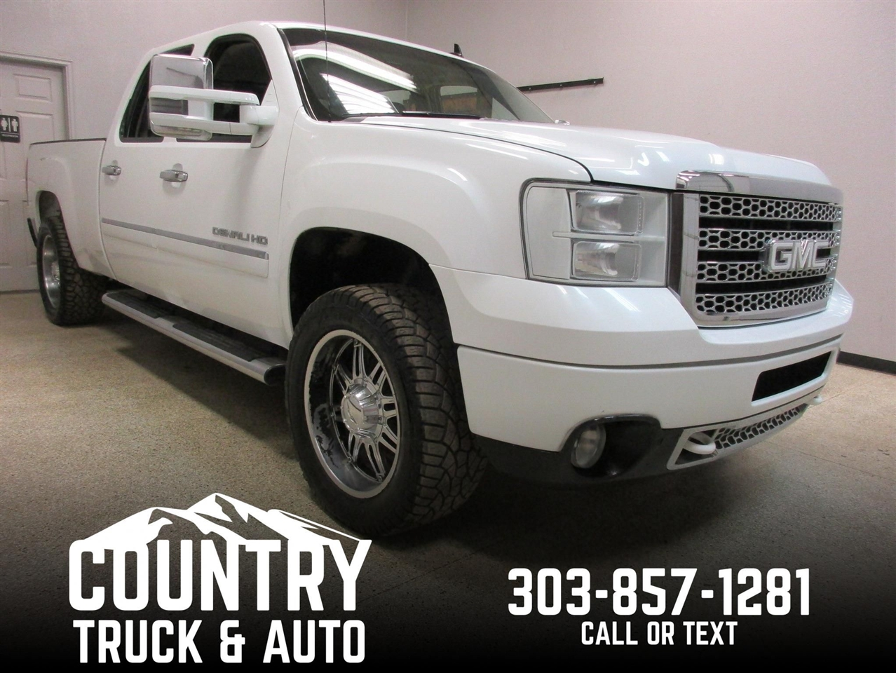 2013 GMC Sierra 2500HD Denali Crew Cab Short Bed 4WD