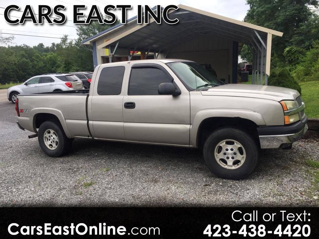 2004 Chevrolet Silverado 1500 Ext. Cab 4-Door Short Bed 4WD