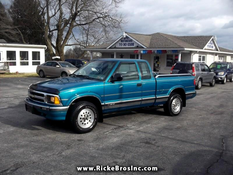 1995 Chevrolet S10 Pickup LS Ext. Cab Short Bed 4WD