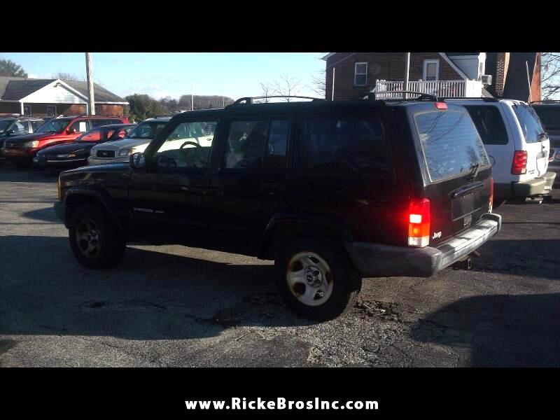 Jeep Cherokee Sport 4-Door 2WD 2001