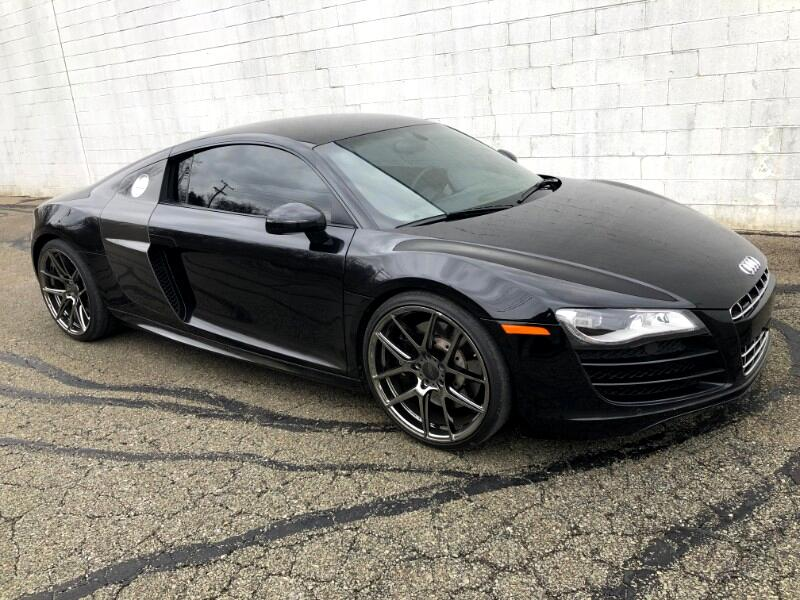 2010 Audi R8 5.2 Coupe quattro with Auto R tronic