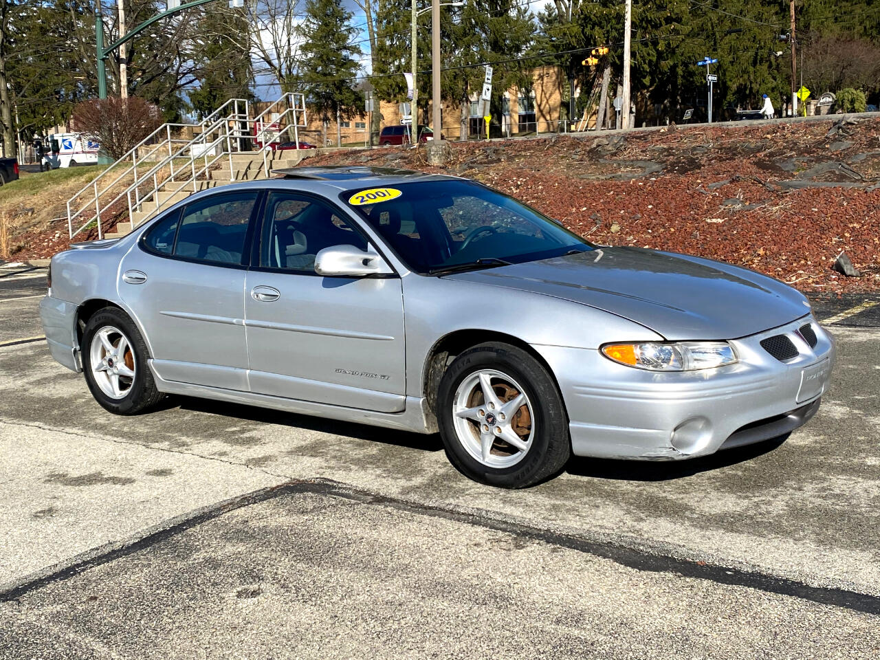 Pontiac Grand Prix GT sedan 2001