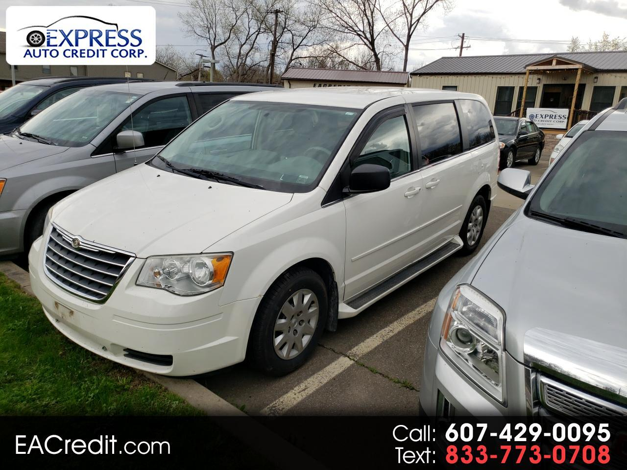 Chrysler Town & Country 4dr Wgn LX *Ltd Avail* 2010