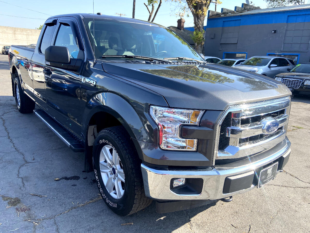 Ford F-150 XLT 4WD Reg Cab 8' Box 2017
