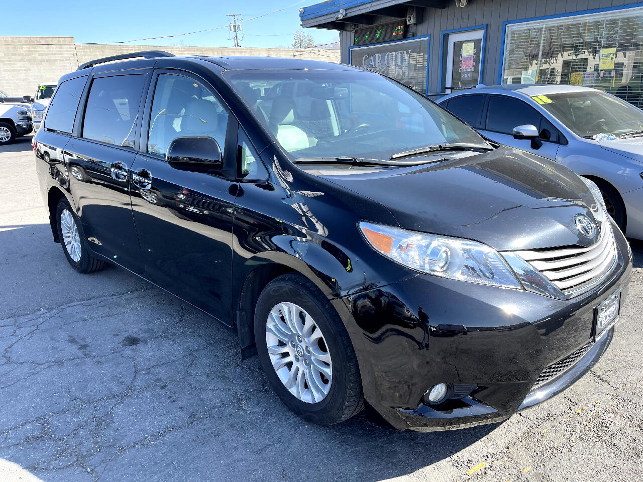 Toyota Sienna XLE Auto Access Seat FWD 7-Passenger (Natl) 2017