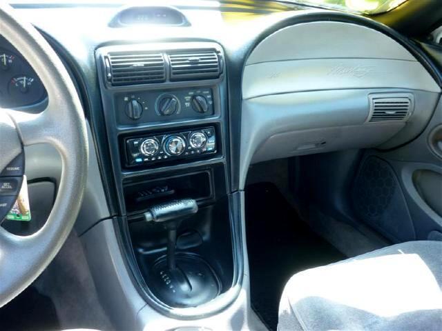1995 Ford Mustang 2dr Conv V6